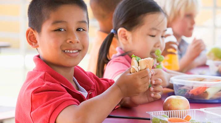 fun ways to get my kid to try new foods at lunch