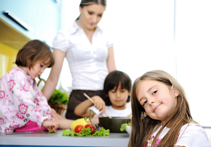 ways kids can help to pack school lunches